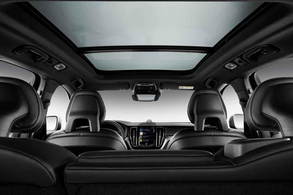 Volvo XC60 R-Design mit großem Panoramadach  Foto: VOLVO